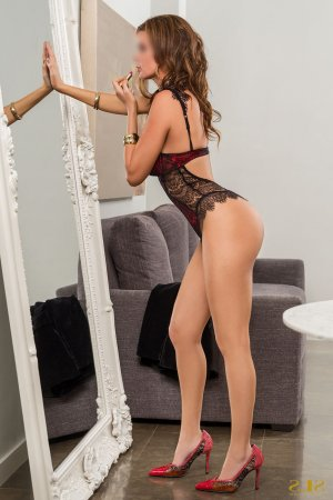 Adjila escort in Quincy IL