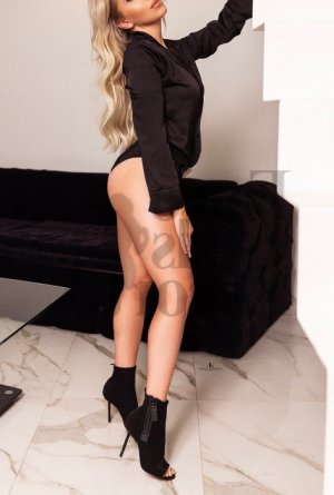 Ellyana escort girl