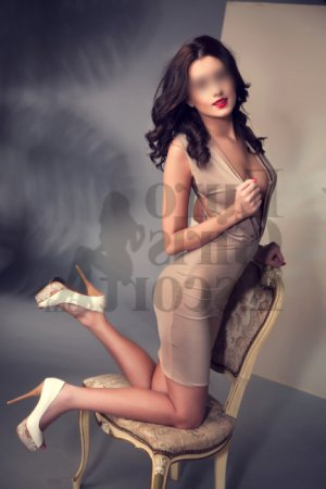 Léna-lou escort girl in Port Salerno Florida