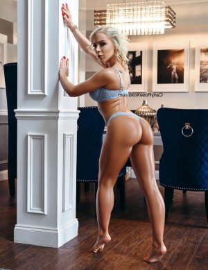 Thi escort girl in Coral Gables